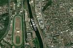 Kontejnerovou loď Ever Given, která téměř týden blokovala Suezský průplav, se podařilo uvolnit. Jaké místo by obří plavidlo zabralo u dostihového závodiště v Chuchli?