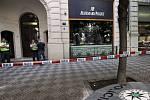 Tři lupiči si z prodejny v Pařížské ulici odnesli hodinky za miliony korun