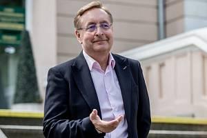 Lékař Petr Arenberger.