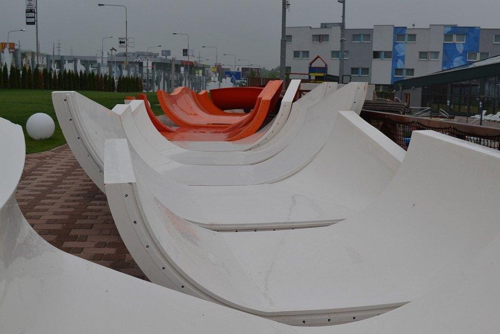 Generální ředitel Aquaparku Čestlice Radek Steinhaizl u právě budovaných atrakcí.
