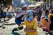 Jatka78 si společně s Cirkem La Putyka i letos na začátek léta pro děti připravily odpolední rozcvičku na prázdninové rošťárny plnou cirkusových a hudebních workshopů, divadla a legrace.