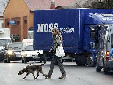 BLÍZKO KOLAPSU. Jesenice těchto dnů může sloužit jako modelový příklad toho, jak by to vypadalo při uzavření vjezdu kamionů do Prahy.