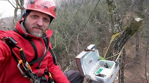 Šéf České asociace geocachingu Slávek Hoblík hovoří o tragédii lovců kešek v Motolském potoce.