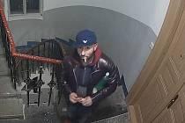 Zloději vykradli byt, ve kterém spali lidé.