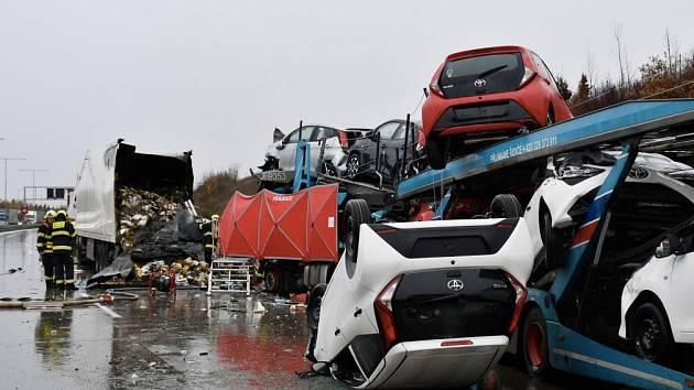 Smrtelná nehoda nákladních aut u Jesenice uzavřela Pražský okruh.