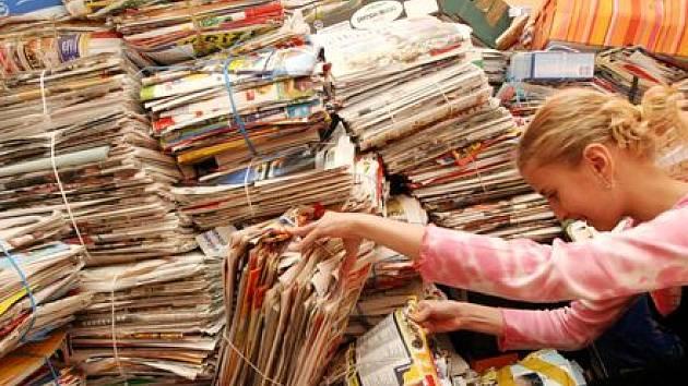 SBĚR PAPÍRU VÁZNE. Některým školám se ve sklepě hromadí balíky, jiné se obrátily na firmu Kovošrot Group, která papír stále odebírá, i když platí poloviční částky než dřív./Ilustrační foto