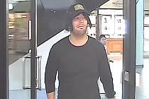 Muž podezřelý z přepadení banky v Archeologické ulici v pražských Stodůlkách.