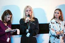 Režisérka Tereza Kotyk (uprostřed).