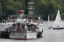 Po Vltavě v centru Prahy projel 28. srpna konvoj lodí při příležitosti oslav 145. výročí založení Pražské paroplavební společnosti primátorem Františkem Dittrichem.