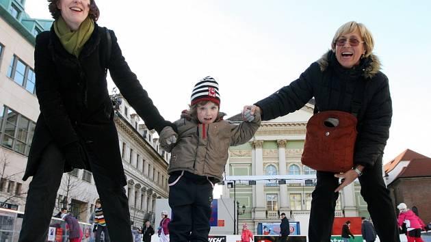 Veřejné bruslení na Ovocném trhu na Praze 1
