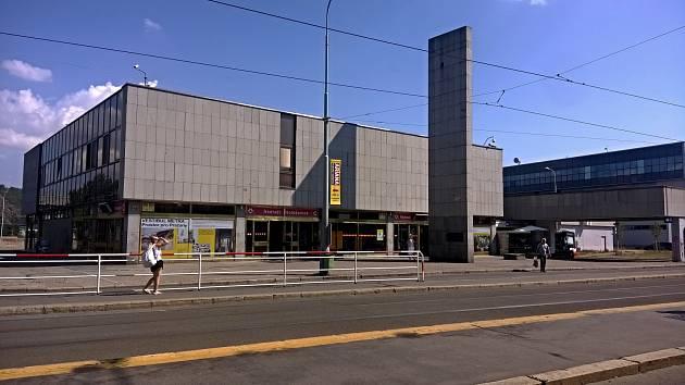 Stanice metra Nádraží Holešovice.