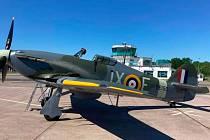 Stíhací letoun Hawker Hurricane, na kterém za 2. světové války létali českoslovenští piloti, našel svůj nový domov v Praze na letišti Točná.