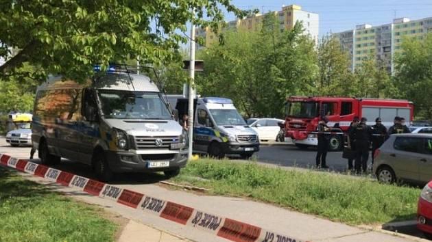 Smrt ženy v hořícím bytě v Praze vyšetřují kriminalisté jako vraždu.