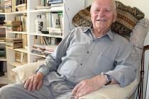 Knihovnu má čtyřiaosmdesátiletý Igor Pleskot plnou skvostů.