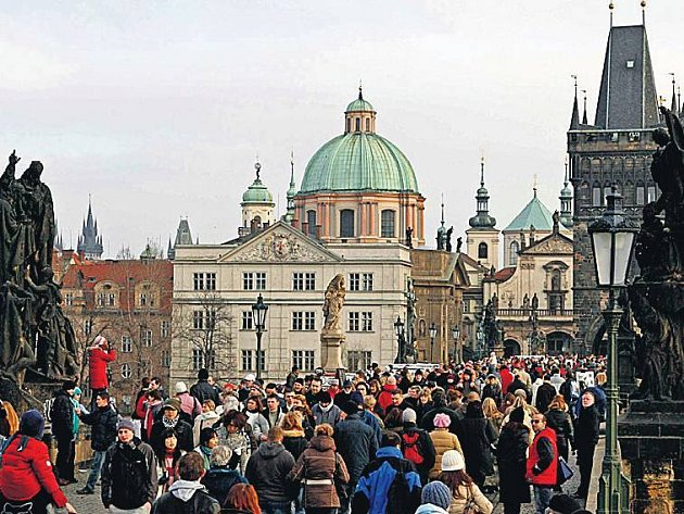 Karlův most přiláká nejenom davy turistů.