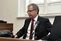 Někdejší hlavní hygienik České republiky Michael Vít u Městského soudu v Praze.