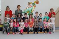 Mš Barrandov - 3. třída Žluťásci - zleva učitelky Jitka Obrazová, Ivana Trombalová a asistentka Zuzana Verbířová.