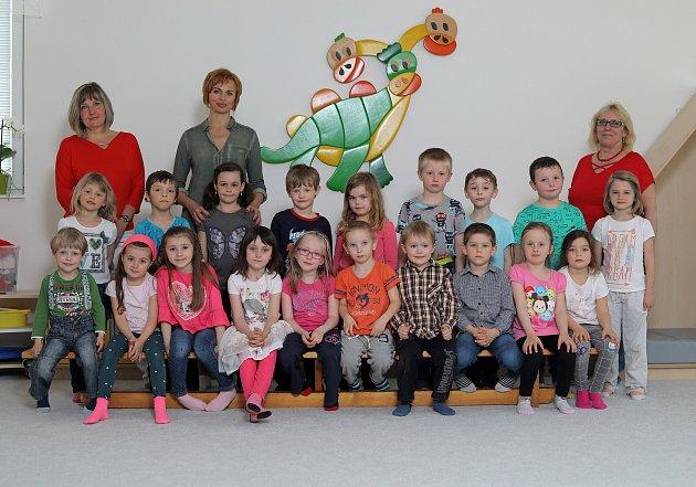 Mš Barrandov - 3.třída Žluťásci - zleva učitelky Jitka Obrazová, Ivana Trombalová a asistentka Zuzana Verbířová.