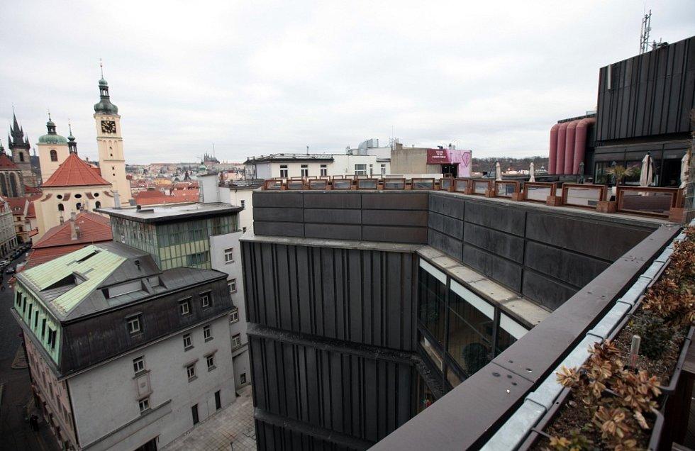 Střecha obchodního domu Kotva na náměstí Republiky v Praze.