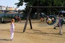 Dětský ostrov v Praze 5 nabízí sportovní zázemí pro všechny věkové kategorie a zejména dětská hřiště.