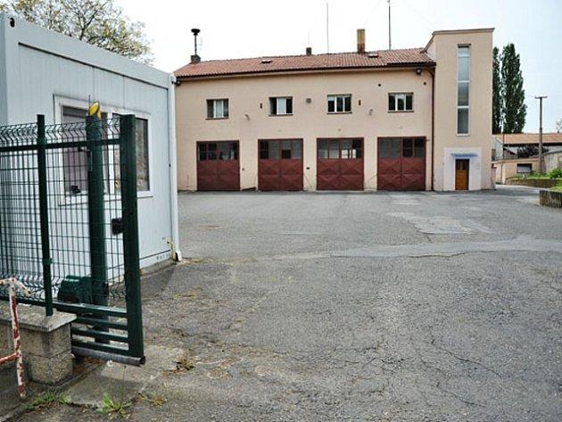 Budova hasičská stanice v Satalicích.