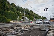 Rekonstrukce tramvajové trati na nábřeží Edvarda Beneše.