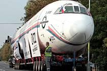 Převoz letadla Tu-154 z vojenského letiště Kbely do leteckého muzea v Kunovicích.