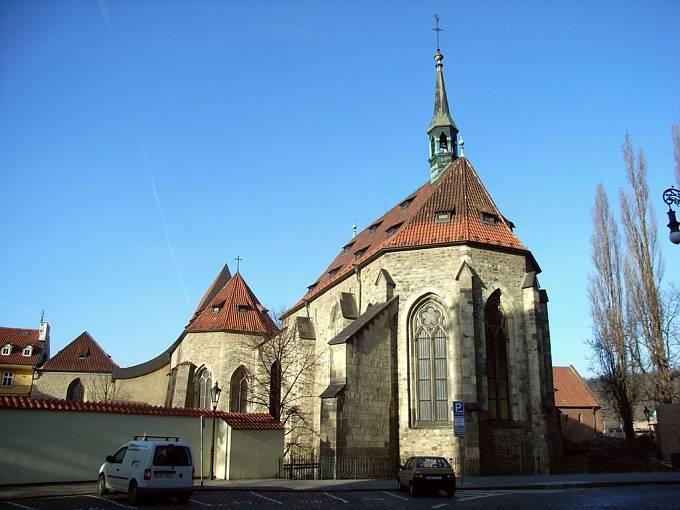 První dům přímo vlastněný univerzitou se nacházel nedaleko Anežského kláštera