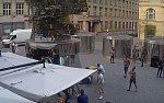 VIDEO: Skupinka cizinců brutálně zbila číšníka v Praze. Pátrá po nich policie