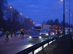 Hromadná dopravní nehoda u Mirošovic.