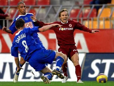 PŘEBĚHLÍK. Miroslav Matušovič (zcela vpravo) je jedním z hráčů, kteří během svojí kariéry oblékali dres ostravského Baníku i Sparty Praha
