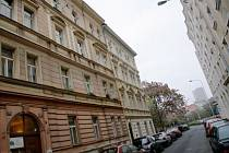 POSLEDNÍ. Dům čp. 25 v Neklanově ulici byl jedním z posledních, které měly jít v Praze 2 do privatizace.