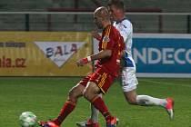 Fotbalisté Dukly doma přehráli hodně bezzubou Ostravu 2:0 góly Pospěcha a Svatonského.