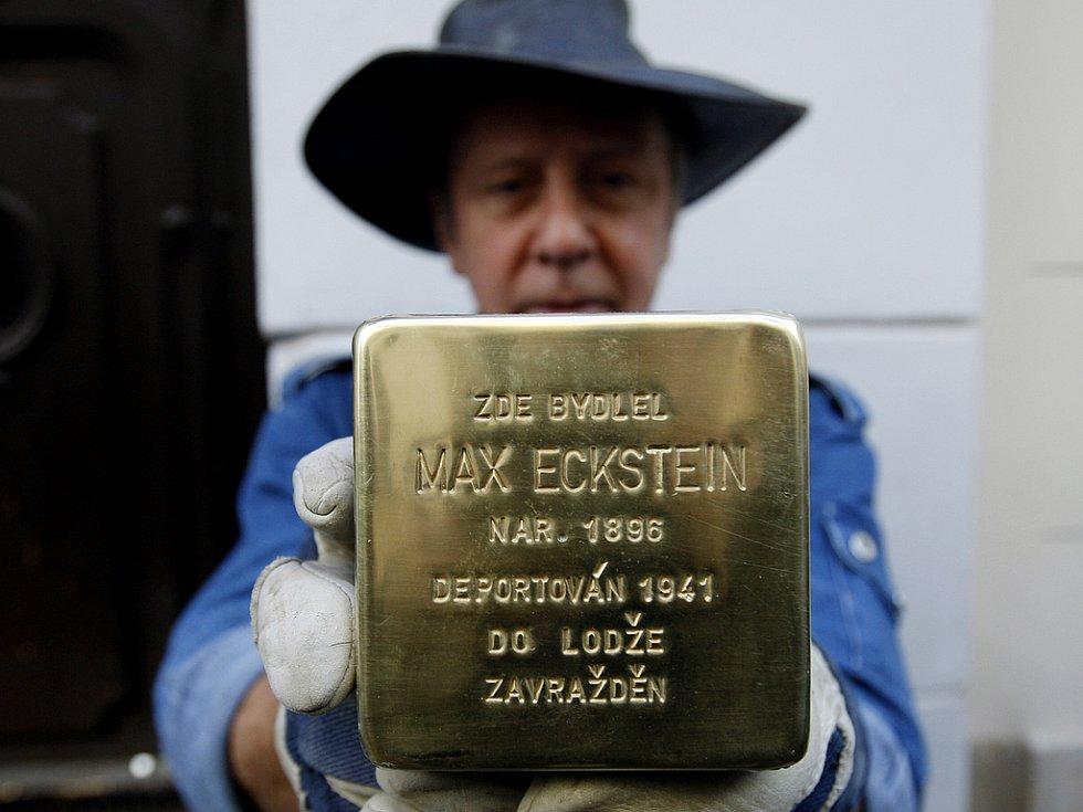 KAMENY ZMIZELÝCH. Projekt Stolpersteine, který po celé Evropě připomíná zmizelé židovské sousedy, dorazil i do České republiky.