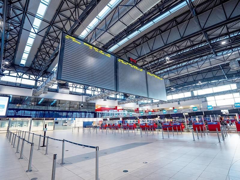 Letiště Praha v době krize způsobené koronavirem.