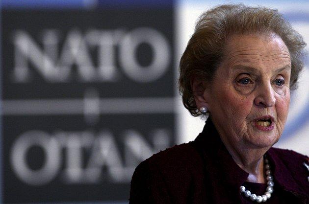 Bývalá ministryně zahraničních věcí USA Madeleine Albrightová vystoupila na konferenci Deset let od rozšíření NATO: Úspěchy, výzvy a vyhlídky, která pokračovala 13. března v Praze.