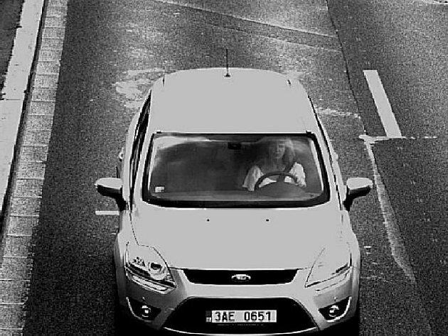 Kamerový záznam hledaného auta, které používala pohřešovaná žena.