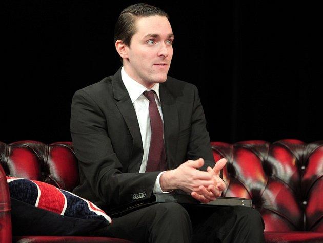 Pokračuje v rodinné tradici. Karel Heřmánek mladší hraje ve stejném divadle jako jeho otec.