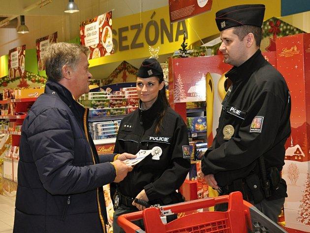 Preventivní kampaň Obezřetnost se vyplatí spustili ve středu 2. prosince 2015 policisté v prodejnách Albert po celé České republice.