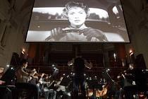 Generální zkouška filmové projekce Psycho režiséra Alfreda Hitchcocka s živou hudbou. Tu obstaral Symfonický orchestr hlavního města Prahy FOK pod taktovkou Jana Kučery.