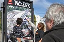 Nad tunelem Blanka se neustále vznáší otazníky.