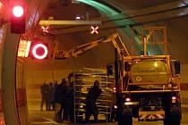 Uzavřený tunel Mrázovka v Praze.