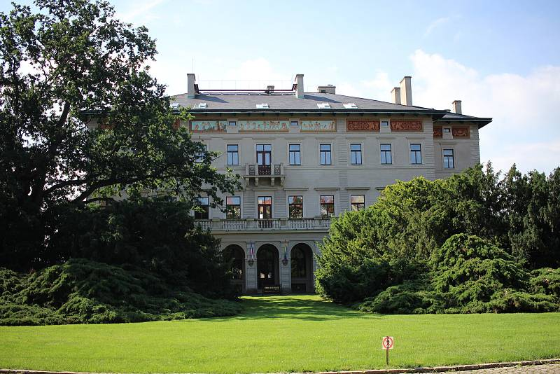 Gröbeho nebo také Gröbovo vila v Havlíčkových sadech.