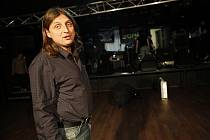 DVA ROKY SE TU NIC NEDĚLO, říká při pohledu na prázdný sál Rock Café provozovatel klubu Pavel Svoboda.