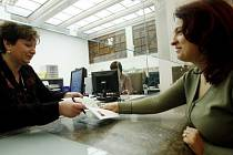 VSTŘÍCNOST. Tu podle telefonického průzkumu očekává většina pražanů při návštěvě úřadů./Ilustrační foto