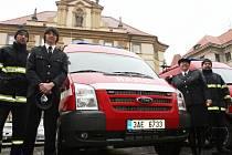Předání hasičských vozů dobrovolným hasičům