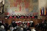 Univerzita Karlova slaví 668. výročí založení.