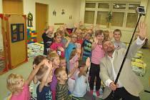Josef Melen si svým přístupem a pozitivní náladou děti mateřské školky okamžitě získal.