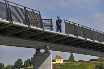 Stavba trojské lávky pokračovala 10. srpna 2020 v Praze.