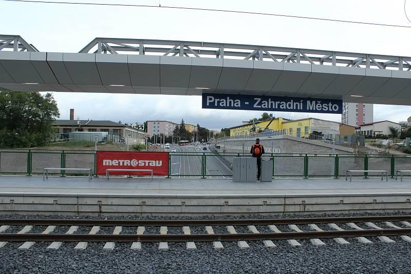 Praha - Zahradní Město - slavnostní otevření s mezizastávkou ve Vršovicích.